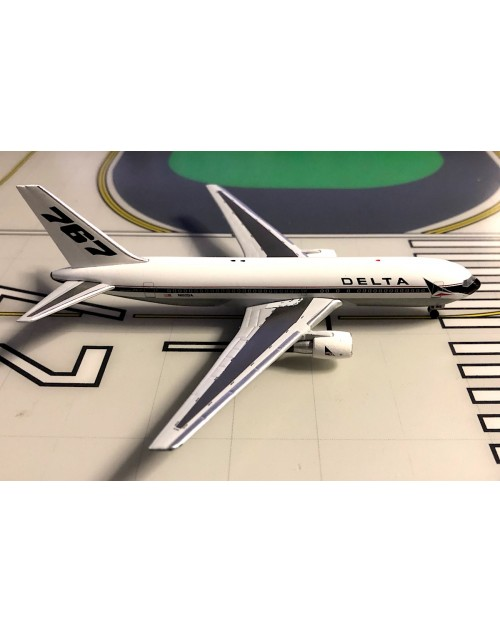 Delta Boeing 767-232 N102DA 767 Tail 1/400 scale diecast White Box