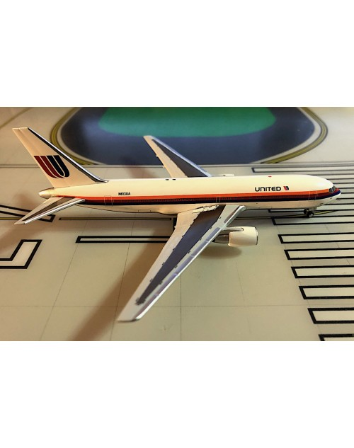 United Boeing 767-222 N613UA Saul Bass 1/400 scale diecast Aeroclassics