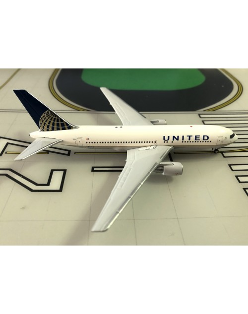 United Boeing 767-224/ER N68159 Post Merger 1/400 scale diecast Aeroclassics