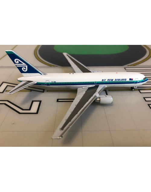 Air New Zealand Boeing 767-200/ER ZK-NBB 1980's 1/400 scale diecast Aeroclassics