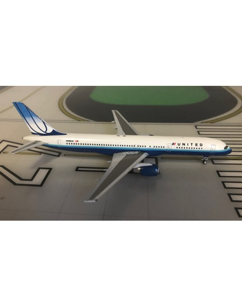 United Boeing 757-200 N598UA pre merger colors 1/400 scale diecast Aeroclassics