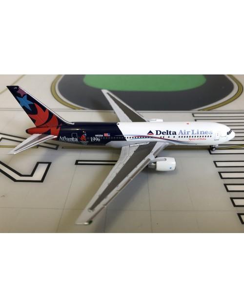 Delta Boeing 767-200 N102DA Atlanta 1996 1/400 scale diecast Aeroclassics