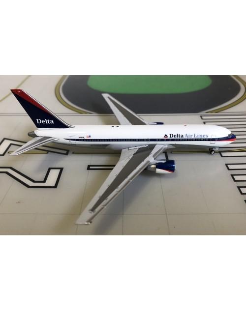 Delta Boeing 767-200 N110DL 2000s Interim colors 1/400 scale diecast Aeroclassics