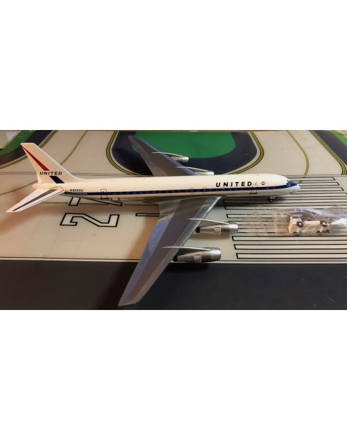 United Douglas DC-8-52 N8069U DC-8 with GSE/Stairs 1/200 scale diecast Aeroclassics