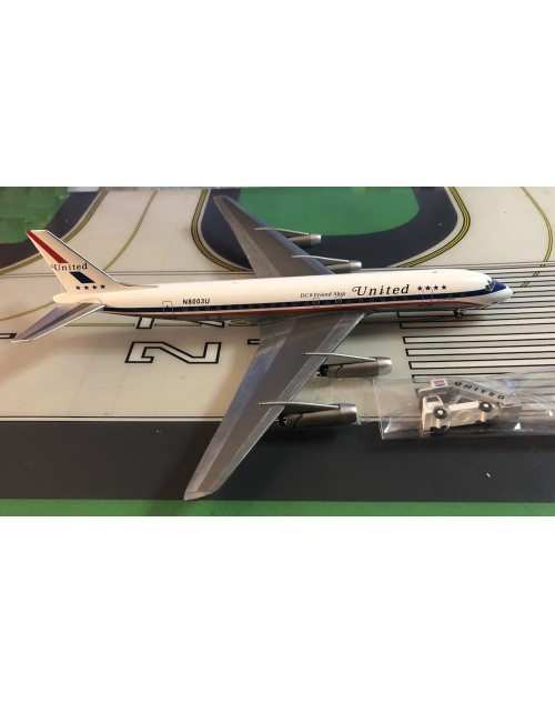 United Douglas DC-8-21 N8003U DC-8 Friend Ship/GSE 1/200 scale diecast Aeroclassics