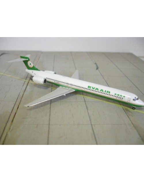 EVA Air McDonnell Douglas MD-90-30 B-17916 1/400 scale diecast JC Wings Models