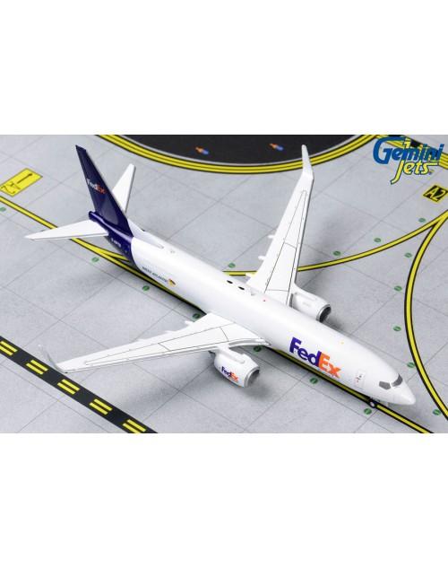 FedEx Boeing 737-83N/F Winglets G-NTPD 1/400 scale diecast Gemini Jets