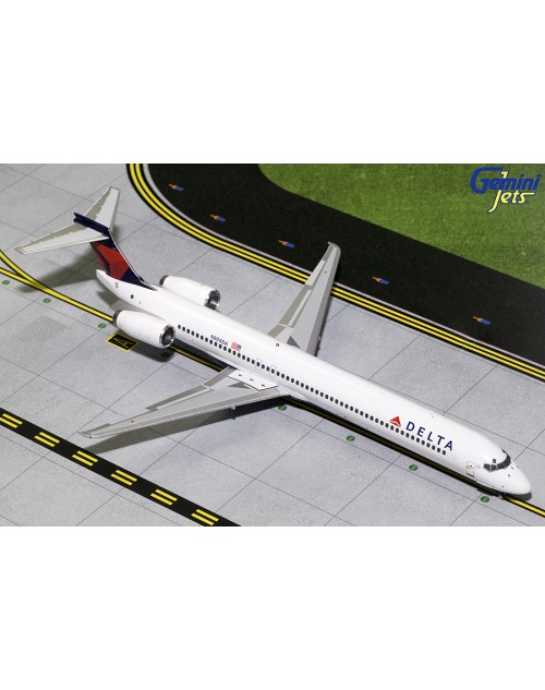 Delta McDonnell Douglas MD-90 N904DA current colors 1/200 scale diecast GeminiJet