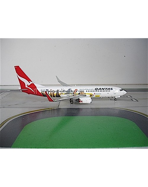 Qantas Boeing 737-838 Winglets VH-VZD Frequent Flyer 'yes' Optus1/200 scale diecast JC Wings