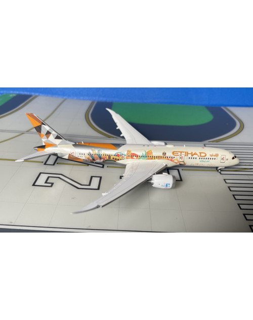 Etihad Boeing 787-9 A6-BLH Choose Italy, flaps down 1/400 diecast JC Wings