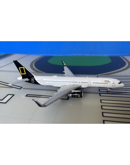 Icelandair Boeing 757-200 TF-FIS National Geographic 1/400 scale diecast JCWings