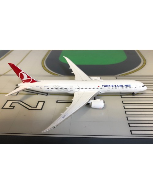 Turkish Airlines Boeing 787-9 TC-LLB 1/400 scale diecast Phoenix Models