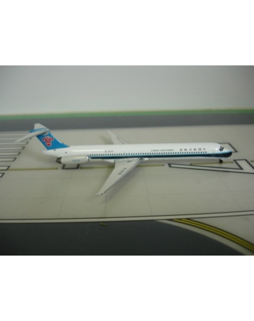 China Southern McDonnell Douglas MD-82 B-2132 1/400 scale diecast Phoenix Models