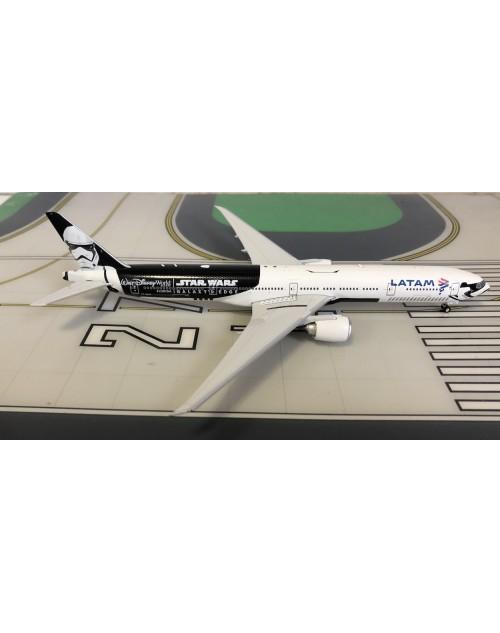 LATAM Boeing 777-300ER PT-MUA Star Wars 1/400 scale diecast Phoenix Models